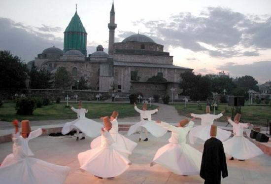 Whirling-Dervishes-before-Rumi-Museum-Konya